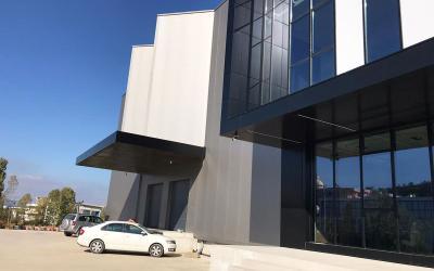 Magazina  Me Qira - Adresa: AUTOSTRADA TIRANE-DURRES, NE KASHAR Tirane